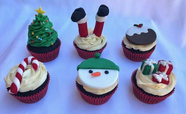 Cake Design - Decorating Christmas Cupcakes and Gingerbread Houses