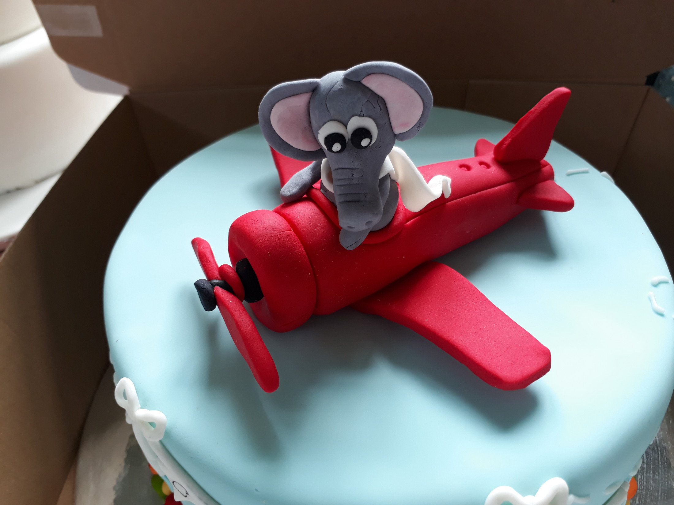 Cake Decorating - Create an Elephant in a Plane Cake Topper