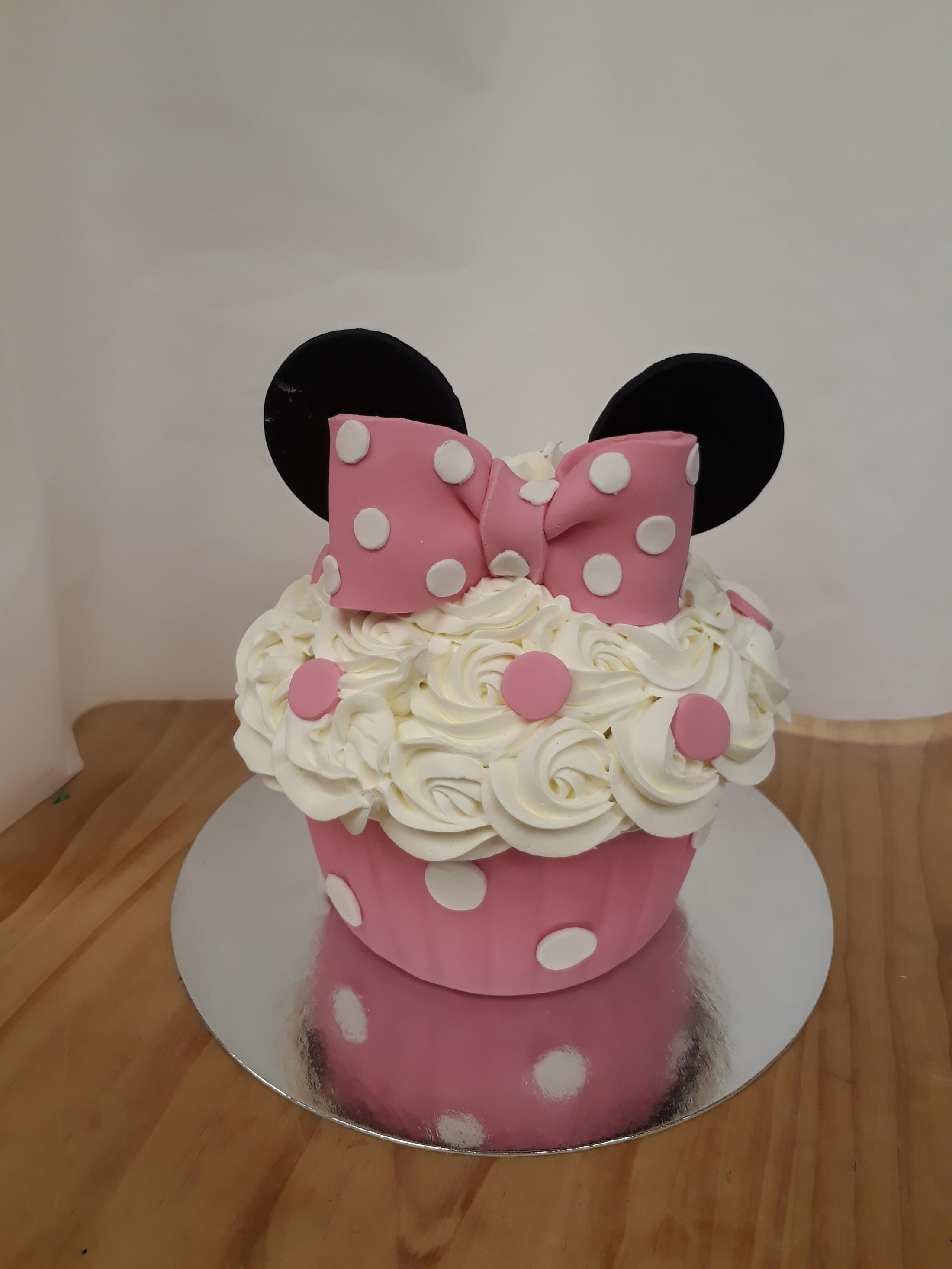 Cake Decorating - Giant Mini Mouse Cupcake